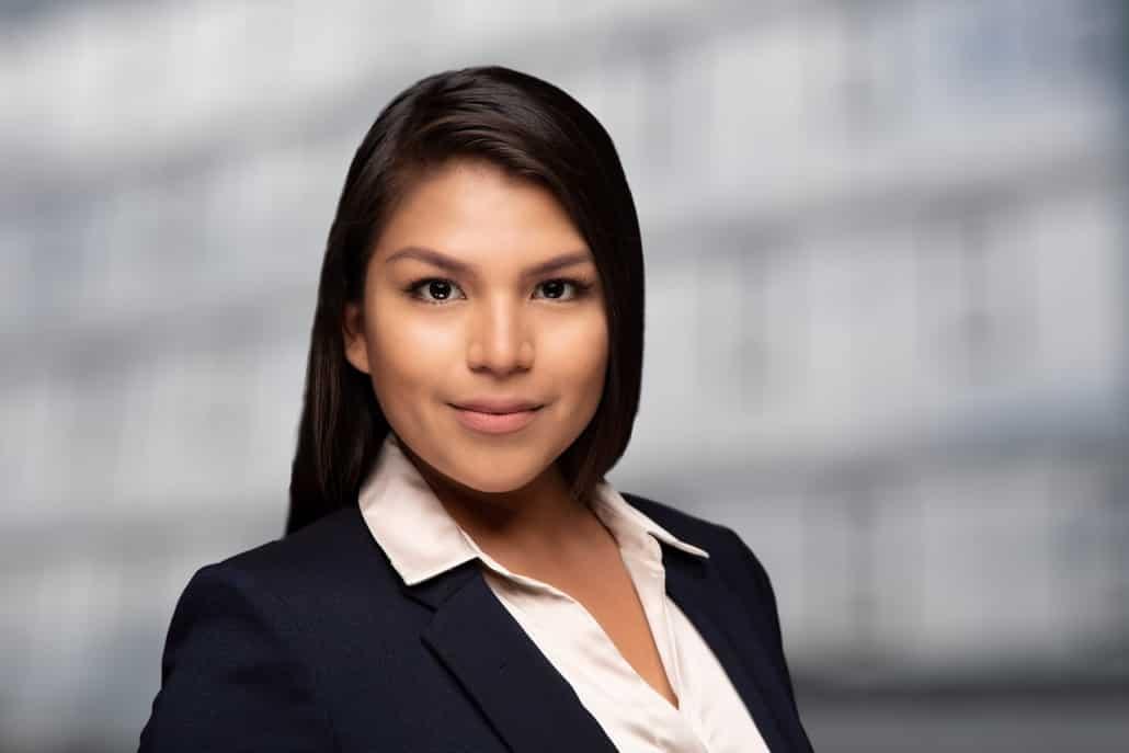 Business Portrait Frau Linz mit schwarzer Blazer