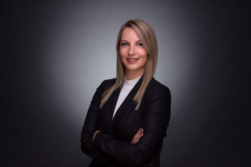 Businessportrait Frau Bewerbungsfoto Linz Wels Steyr schwarzes Sakko