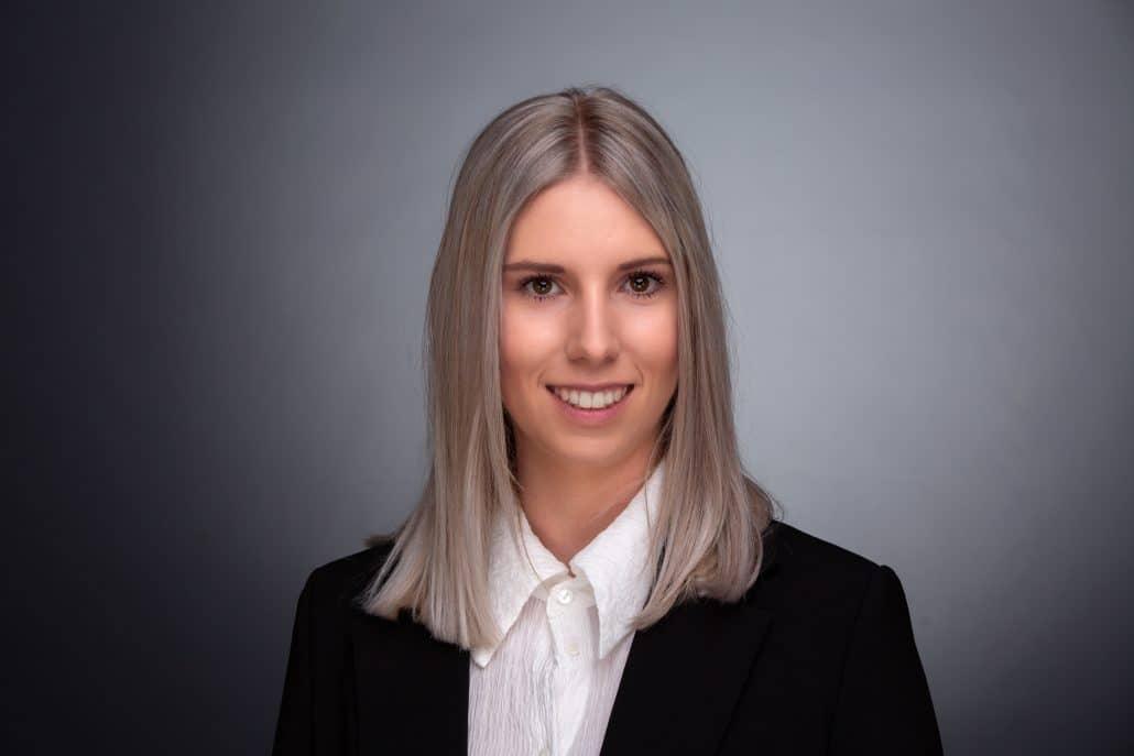 Bewerbungsfoto Businessportrait Frau Bewerbungsfoto Linz Wels Steyr schwarzes Sakko